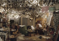 """JEFF WALL """"THE INVISIBLE MAN"""""""