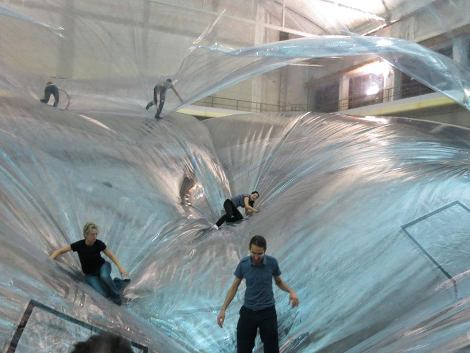 TOMAS SARACENO  ON SPACE TIME FOAM