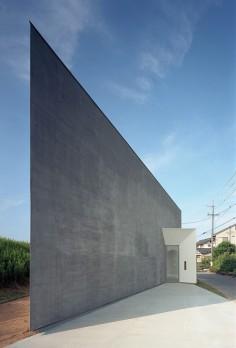 ATSUSHI AND MAYUMI KAWAMOTO RIVERBANK HOUSE