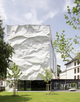 WIESFLECKER ARCHITECTURE CRINKLED WALL