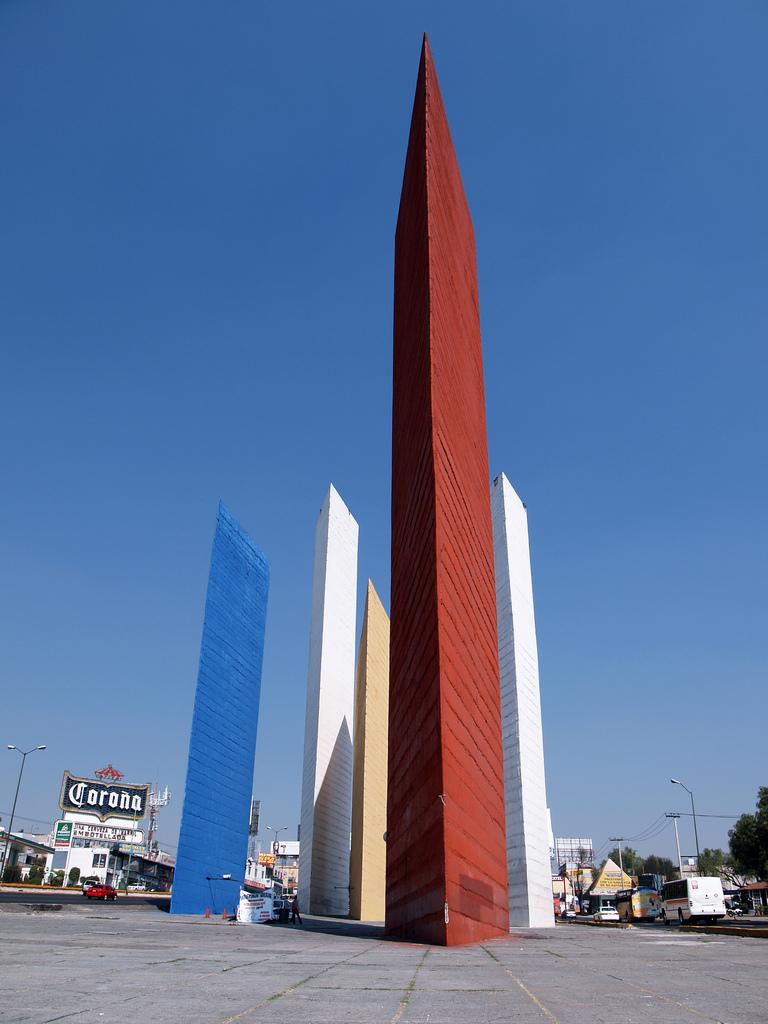 Luis Barragan  TORRES DE SATELITE