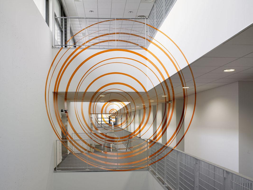 """""""Dix-sept cercles oranges excentriques"""""""