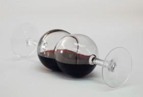 Stephane Vigny glouglou deux verres vin