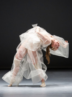 compagnie-marie-chouinard-soft-virtuosity-still-humid-on-the-edge