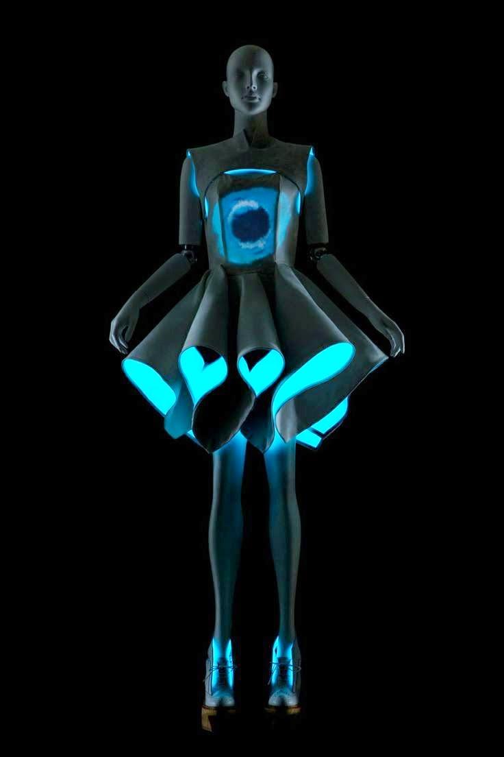 vega-zaishi-wang-electroluminescent-fashion