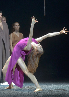 Rite of Spring in the choreography by Sasha Waltz   Vincent Pont