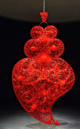 Joana Vasconcelos red independent heart